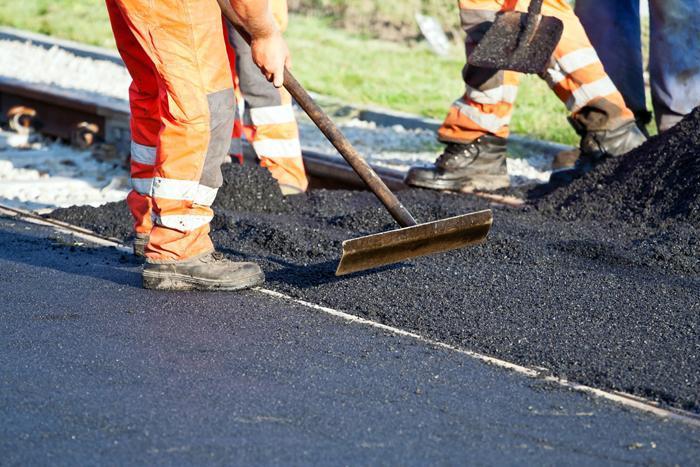 Ремонт дорог и их уборка: работа кипит