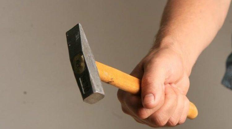 В Балаково мужчину избили молотком