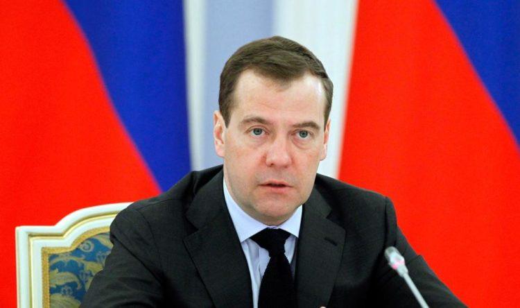Медведев дал ответ батьке