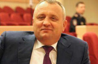 Депутат пришел на заседание облдумы в розовом 18-каратном золоте