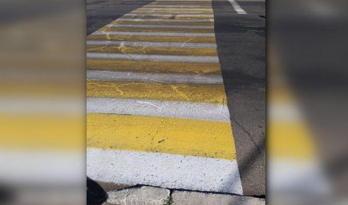 Работа на отвали в Балаково с пешеходных переходов стерлась новая разметка