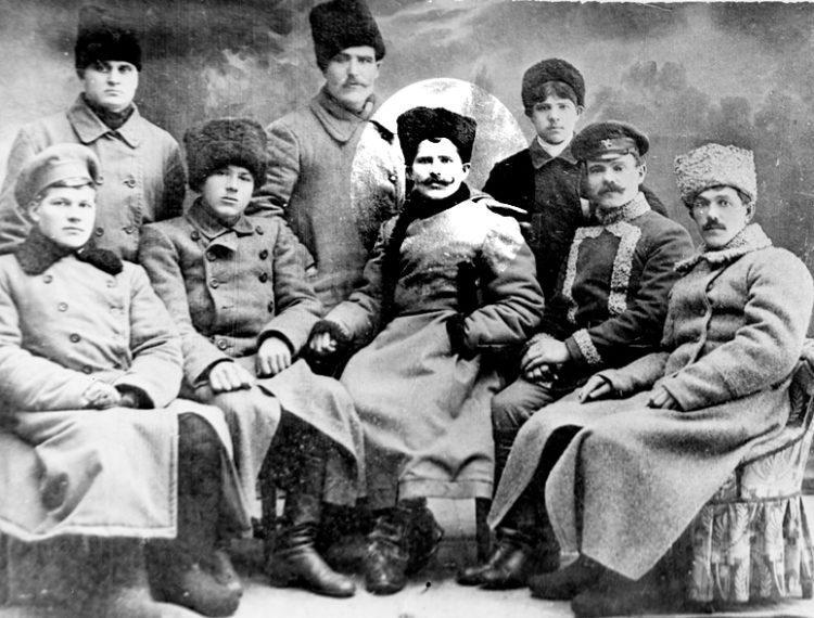 Утонул умер изрублен шашками отдан на съедение собакам или сожжен Как погиб Чапаев
