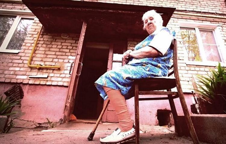 Валерий Васильевич зачем Вы лишаете лавочек балаковских бабушек а детей спортивных и детских площадок