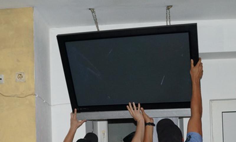 У должника Т Плюс обнаружили и изъяли телевизор