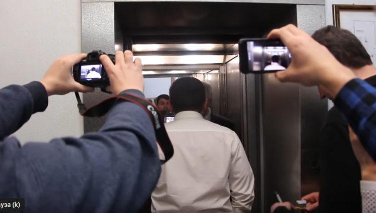 Разборки в облдуме депутат депутата столкнул с лестницы