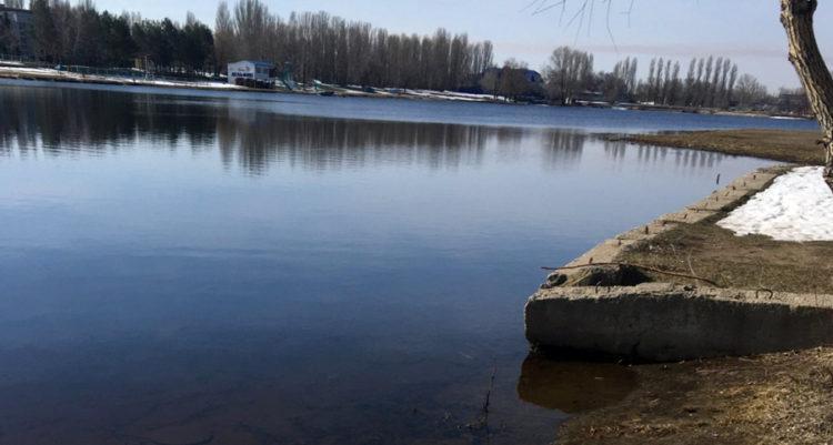 В водоеме 1 го микрорайона обнаружили труп пропавшей пенсионерки
