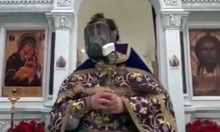 Протоиерей Ткачев пришел на проповедь в противогазе