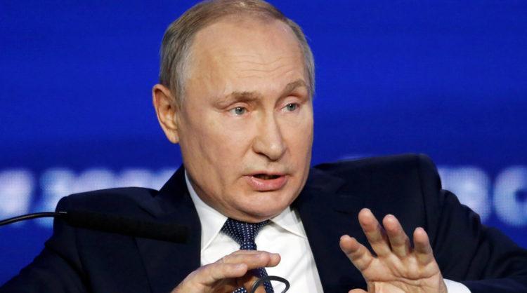 Соцопрос показал что за два года вдвое меньше россиян стали верить президенту