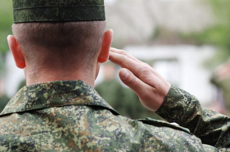 За щипание солдат сержант получил условный срок