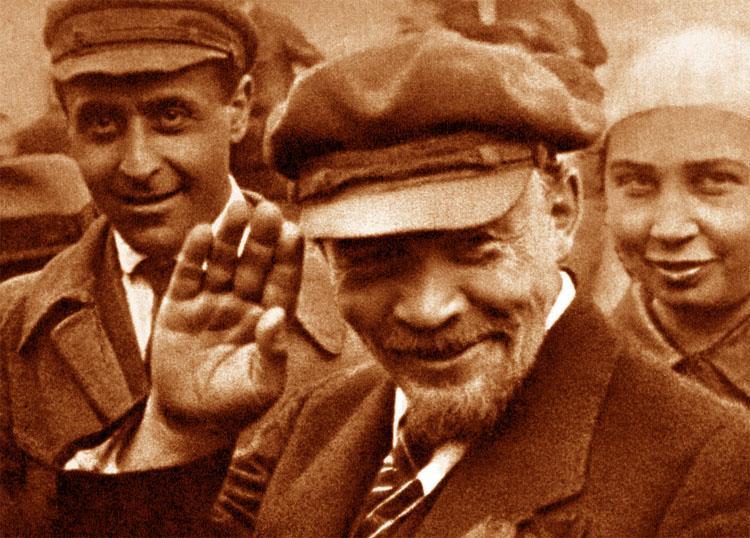 Татарских коммунистов посадили на карантин после возложения цветов Ленину