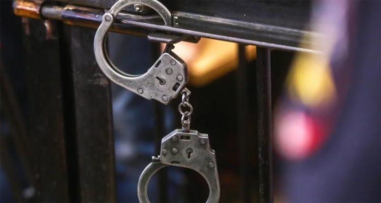 Пытавшегося удушить и зарезать свою девушку парня из Балаково будут судить