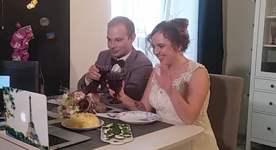 Жениться в Балаково можно будет только неторжественно без гостей, а свадьбы играть по интернету