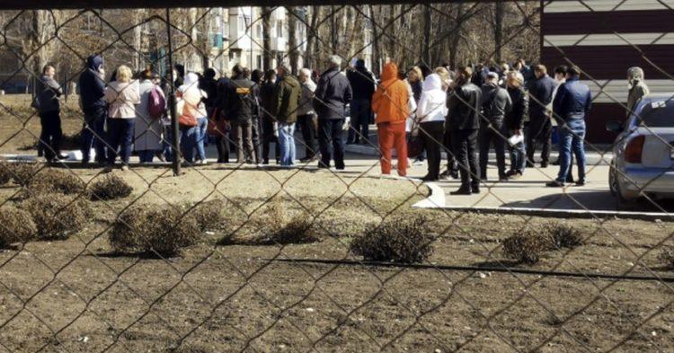 Борьба с коронавирусом: балаковские предприниматели во время самоизоляции толпой стояли за пропусками в очередях по 3–4 часа