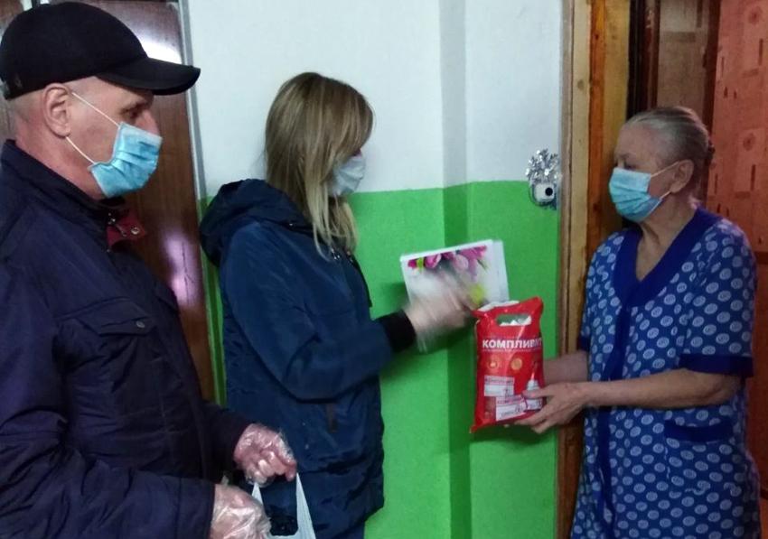 Волонтеры продолжают помогать балаковским пенсионерам: звоните на горячую линию