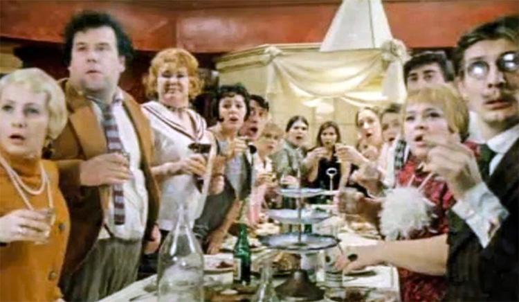 В коронавирусные времена чиновники закатили праздничную вечеринку
