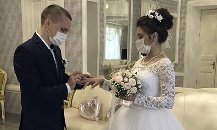 Если хочешь быть счастливым будь им Около 600 саратовских пар поженились в период самоизоляции