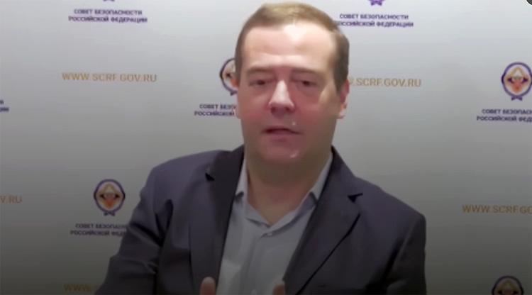 Медведев раскритиковал режим самоизоляции