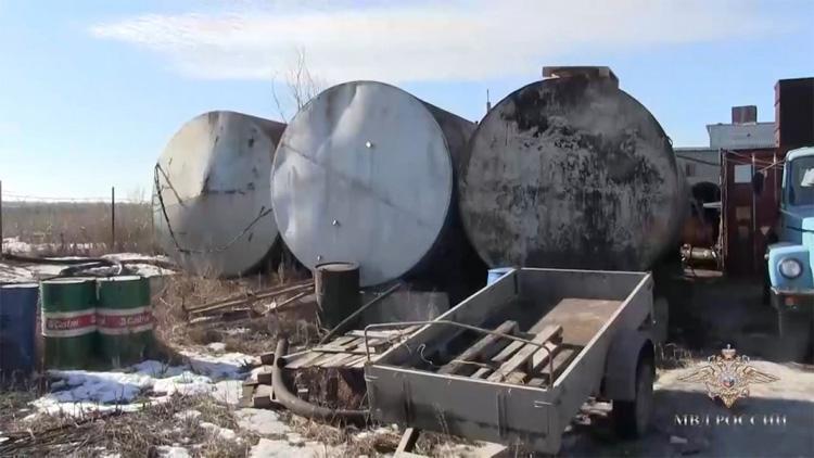 В Энгельсском районе ликвидировали подпольный нефтезавод