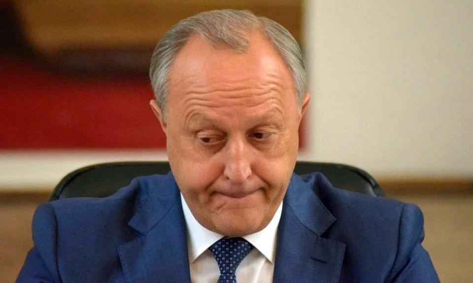 Золотые маски и отставки министров существенно снизили рейтинг Саратовской области