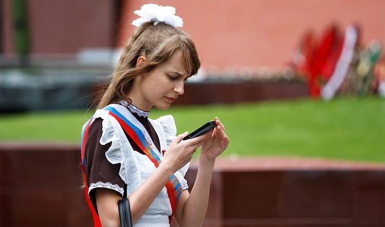 Последний звонок прозвенит для выпускников школ онлайн