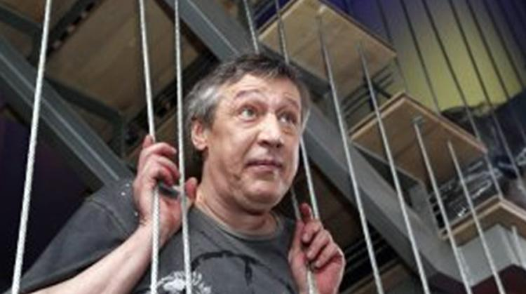 Адвокат Михаила Ефремова просит привлечь к ответственности Владимира Соловьева