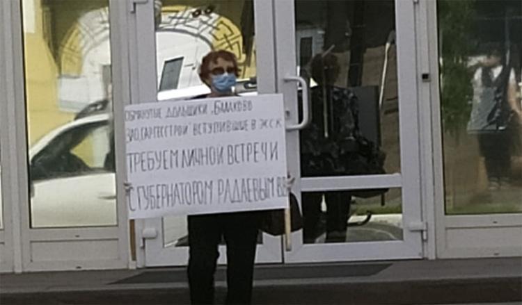 Балаковские дольщики не смогли добиться встречи с Радаевым и поехали к Путину