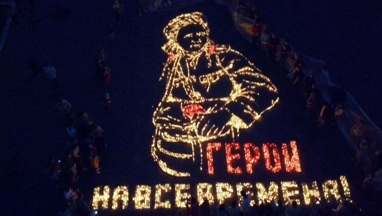 В Балаково из 7 тысяч свечей создали портрет военной медсестры