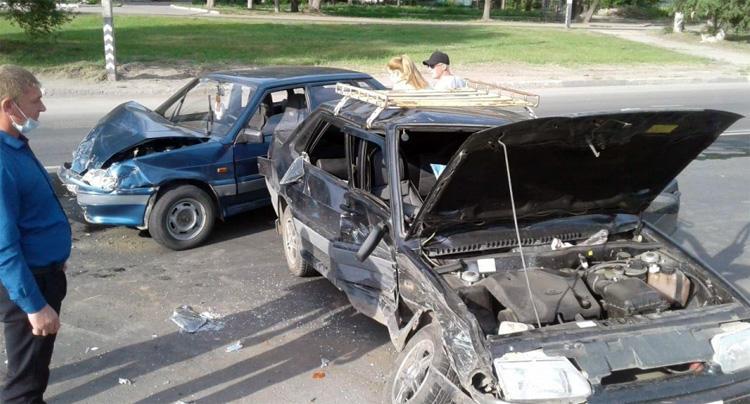 В результате столкновения двух пятнашек в Балаково пострадали двое детей