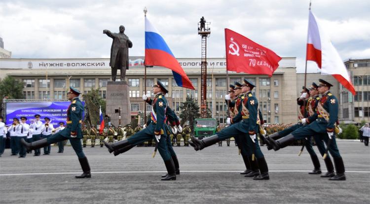 В честь 75-летия Победы сегодня в Саратове состоялось торжественное прохождение войск