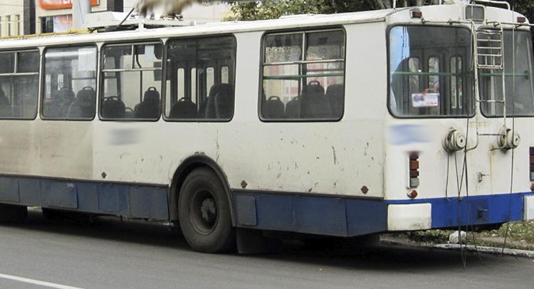 Водитель троллейбуса в Балаково допустил падение пенсионера