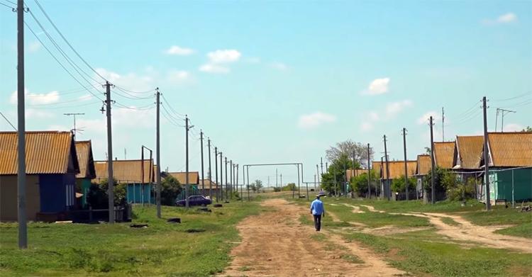 Разносчик коронавируса пришел на похороны и отправил на карантин всё село в Саратовской области