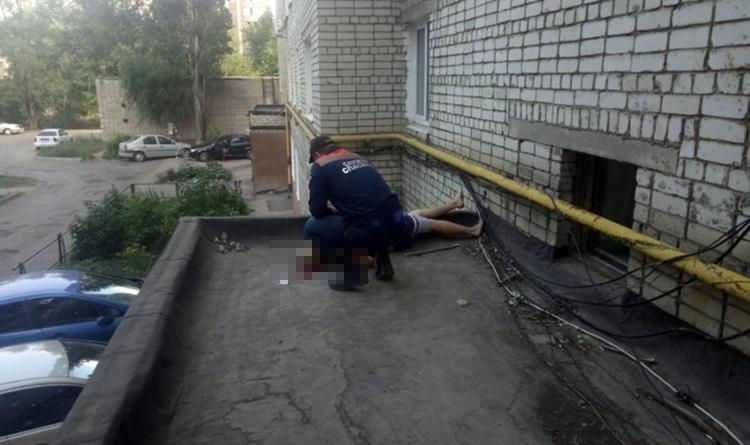 В Балаково после падения с восьмого этажа погиб 23-летний парень