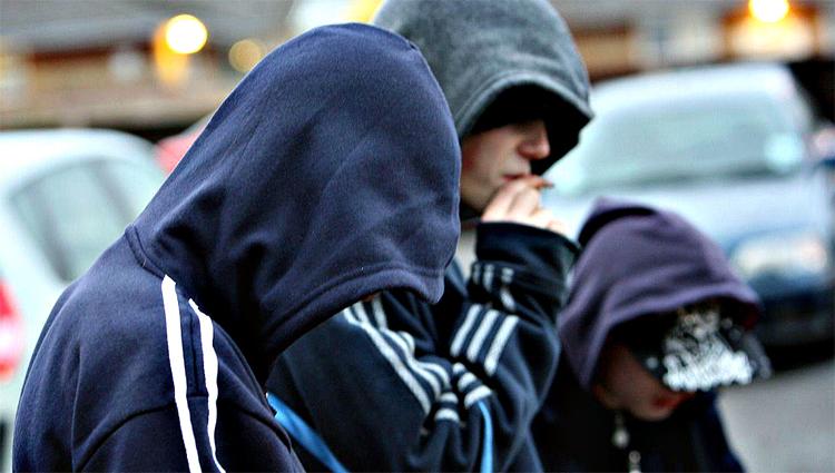 Юноши-грабители в Балаково украли 6 банок кофе и напали на подростка