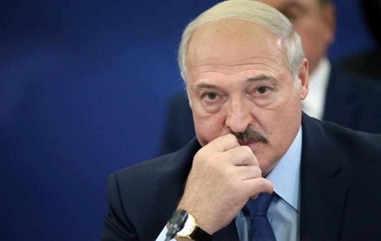 Лукашенко заявил что перенес коронавирус на ногах