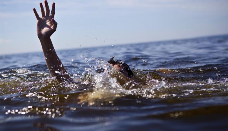 В Балаково из судоходного спасатели достали утопленницу