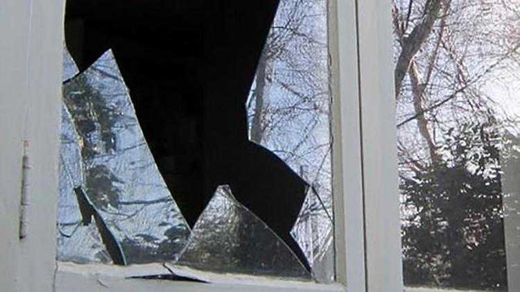 В Балаково рецидивист разбил окно и похитил водонагреватель со смесителем