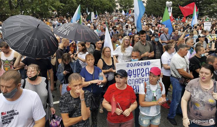 Очередному протесту в Хабаровске не помешал даже ливень