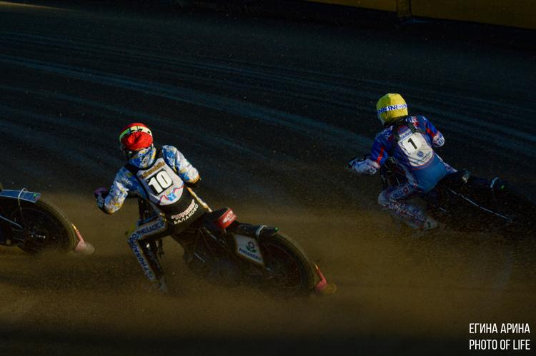 Золотое дерби борьба за лидерство видеорепортаж с гонки Турбина Мега-Лада