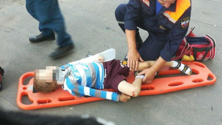 Из окна 6-го этажа в Энгельсе выпал семилетний мальчик