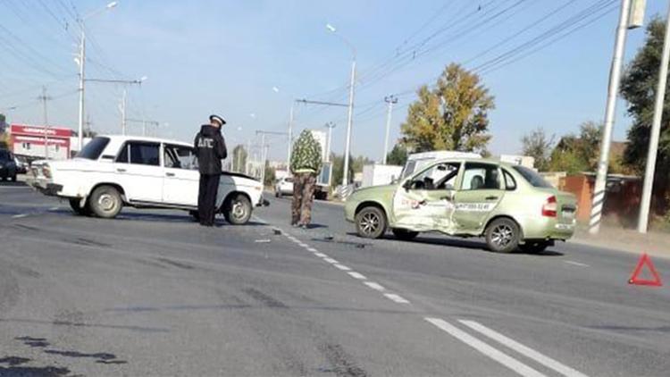 В Балаково после ДТП госпитализировали пожилого водителя «шестерки»