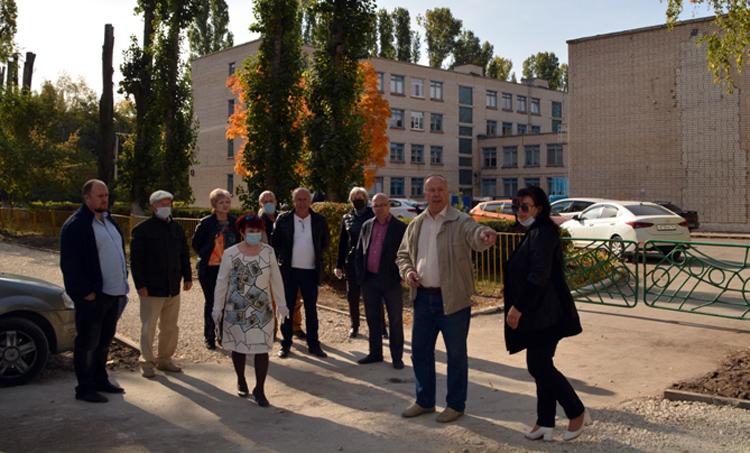 Общественники в Балаково проверили ход капремонта дорог и тротуаров