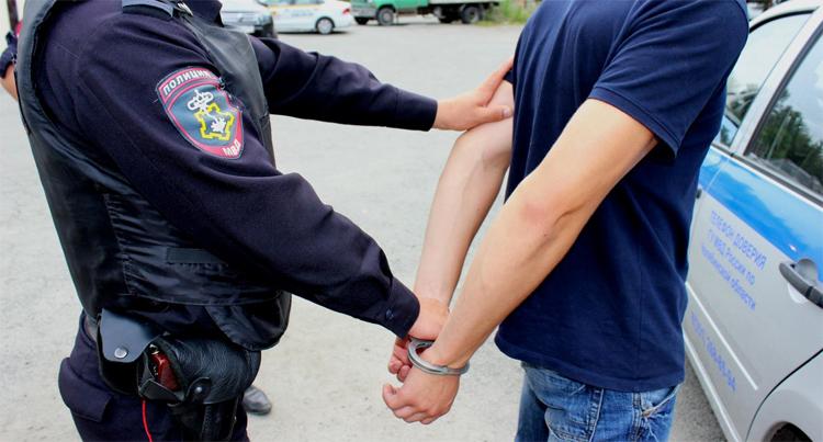 Балаковские полицейские раскрыли крупную кражу в кафе но похищенное потерпевшей пока не вернули