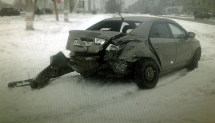 В Балаково на Саратовском шоссе столкнулись две иномарки