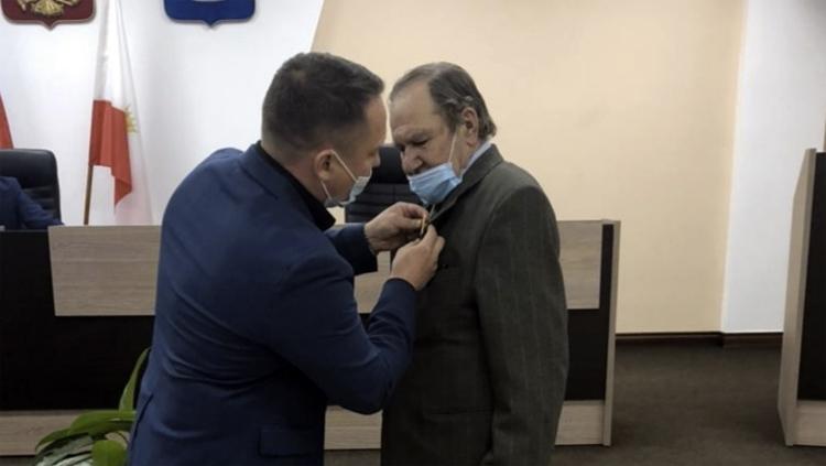 Николаю Алексееву вручили знак почетного гражданина Балаково