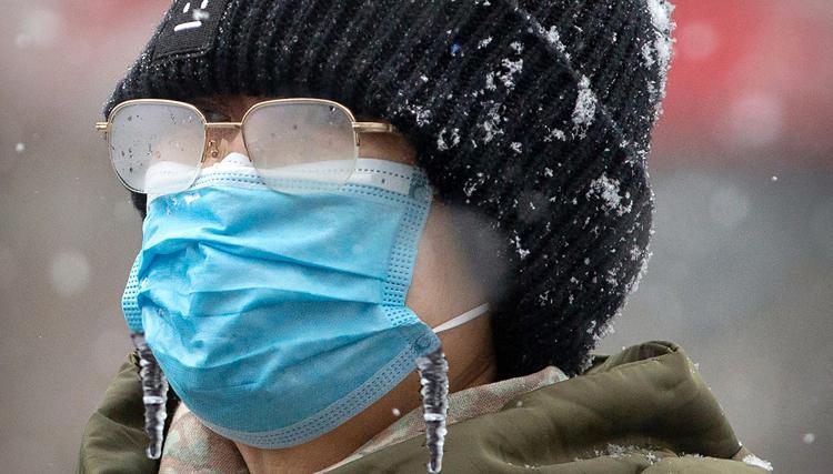 Снять и выбросить нужно ли носить маску в мороз