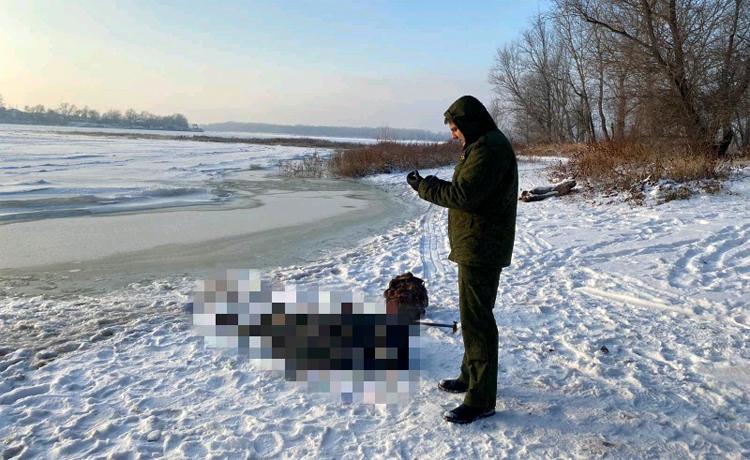 Сегодня в Балаково на судоходном канале рыбаки нашли труп «коллеги»