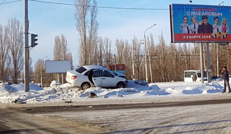 ДТП в Балаково с «Ладами» и легким испугом