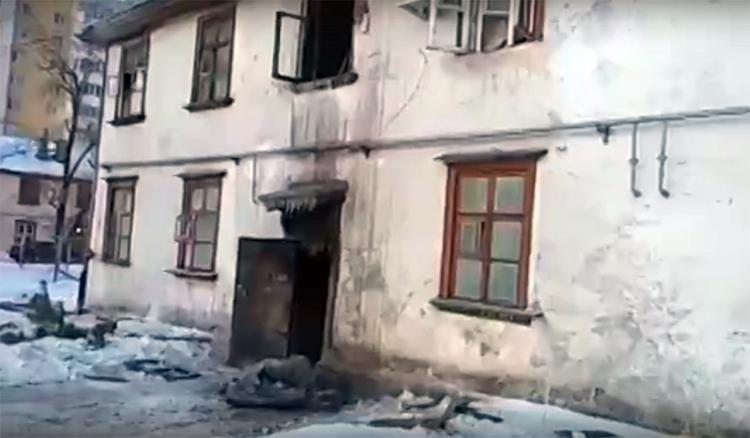 В Балаково подожгли жилой двухэтажный дом