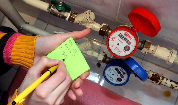 Жители Балаково могут передавать показания счетчика горячей воды по автоответчику