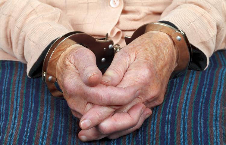 Ужасы нашего региона 72-летняя мать полоснула сына ножом по вене